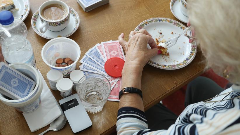 Bertelsmann-Studie: Ein paar Groschen sind noch übrig: Vielen Rentnerinnen und Rentnern bleibt am Ende des Monats nicht viel übrig von ihren Altersbezügen – und in Zukunft gilt das für immer mehr von ihnen.