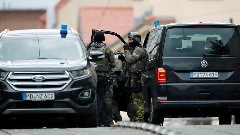 Anschlag in Halle: Polizisten im Einsatz nach dem Anschlag in Halle