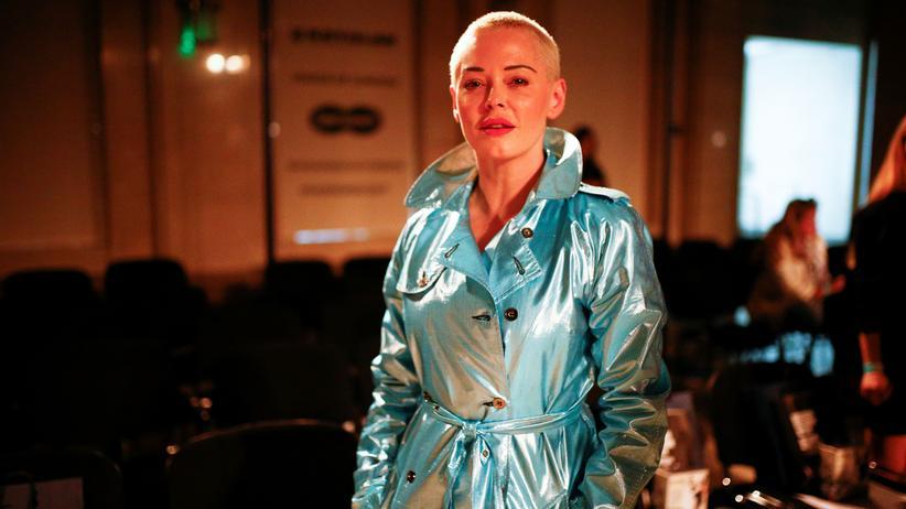 """#MeToo-Vorwürfe: Rose McGowan bei einer Show während der Londoner Fashion-Week. Die """"Charmed""""-Schauspielerin war eine der ersten Frauen, die Harvey Weinstein der sexuellen Gewalt bezichtigte."""