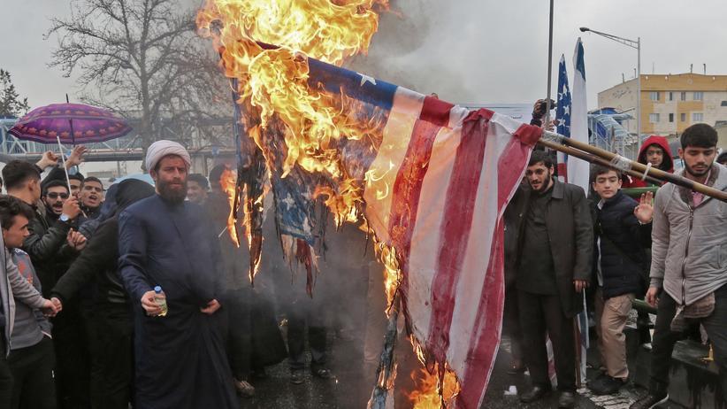 Bundesjustizministerin: Verbrennen von Flaggen soll bestraft werden