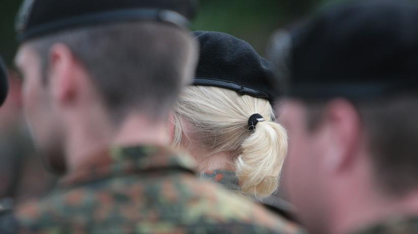 Bundeswehr: Soldat klagt gegen Entlassung wegen Handschlagsverweigerung