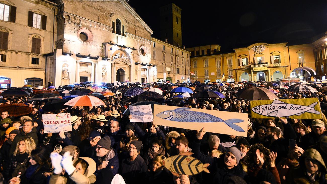 Αποτέλεσμα εικόνας για protest in Italy, against Salvini from sardines yesterday photos