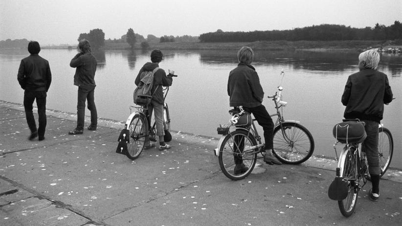 Meinungsfreiheit: An der Elbe, Radebeul, 1984.