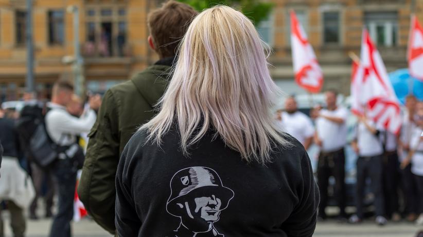 Rechtsextremismus: Teilnehmerinnen und Teilnehmer einer NPD-Demonstration in Dresden im Mai