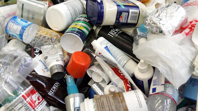 Umweltbundesamt: Flaschen, Kaffeebecher, Aluminiumfolie: Verpackungsmüll landet rasch im Müll.