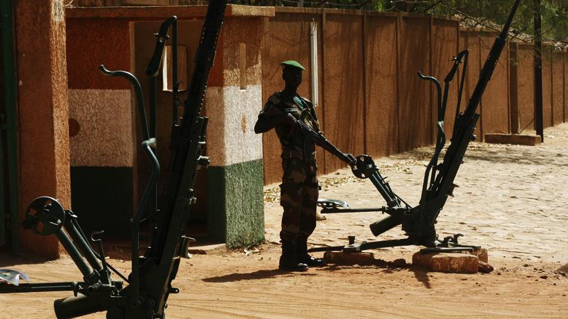 Angriff auf Militärcamp: Ein Soldat in Nigers Hauptstadt Niamey (Archivbild)