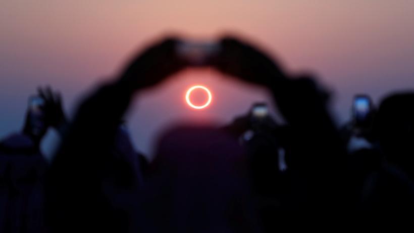 Sonnenfinsternis: Hunderttausende beobachten letzten Feuerring des Jahrzehnts