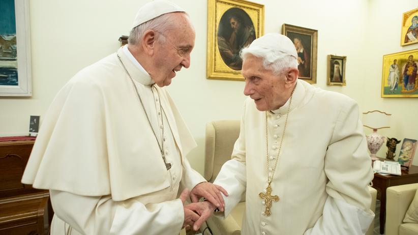 Benedikt XVI.: Früherer Papst warnt vor Abweichung von Zölibat