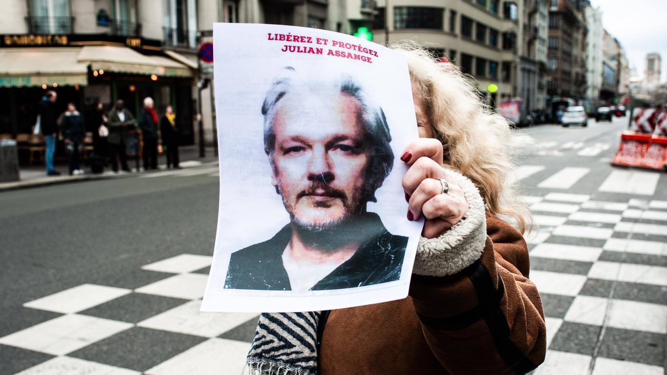 Julian Assange: Anhörung im Assange-Prozess auf September verschoben