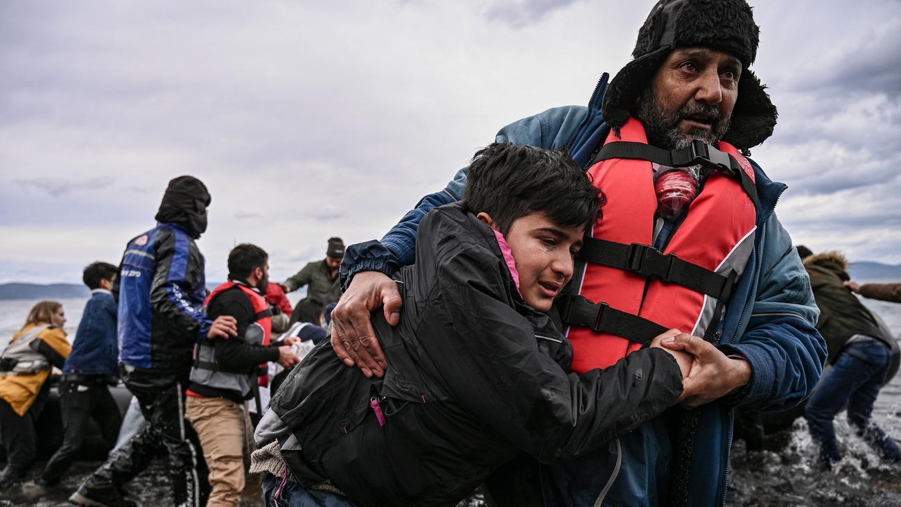 Flüchtlinge Springen Auf Kinderwagen