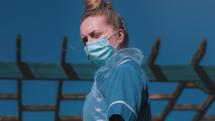 Pflegekräfte: Auf der ganzen Welt gab es Applaus für die Pflegekräfte. In Deutschland versprach man ihnen mehr Geld und Anerkennung.
