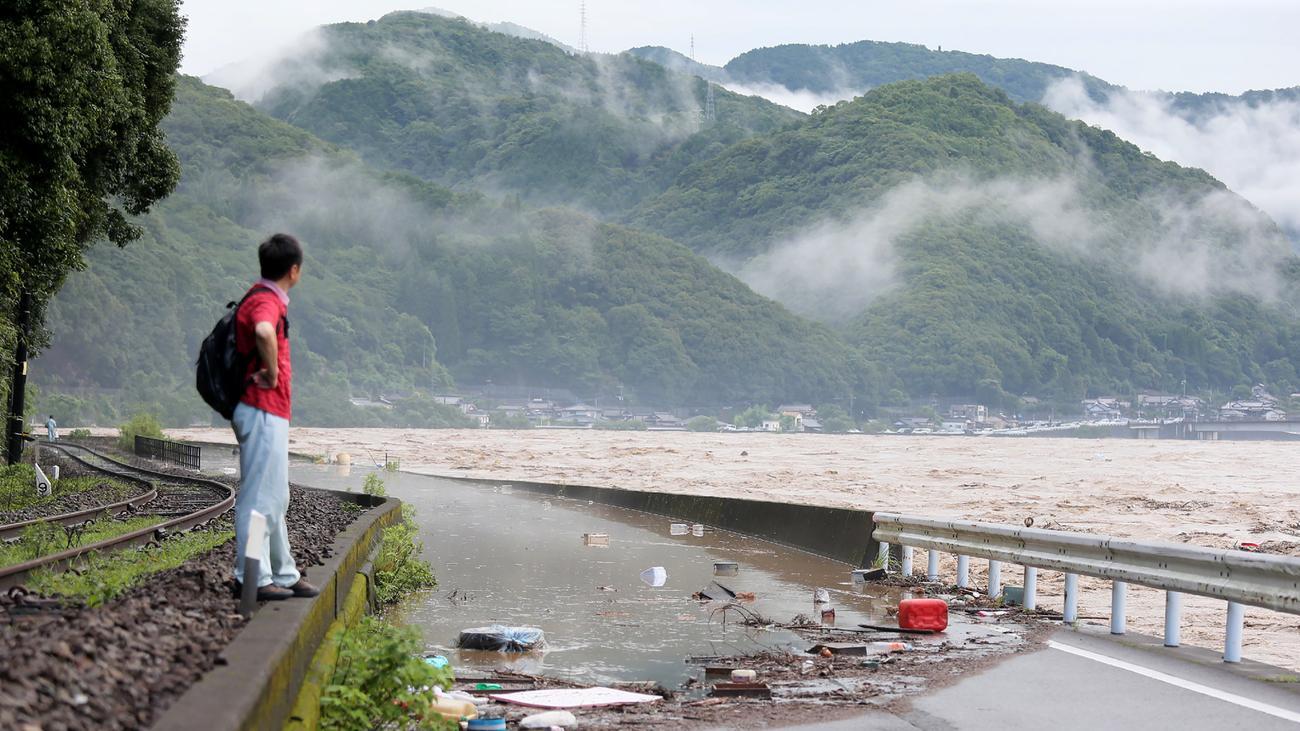 Mehrere Tote bei schweren Unwettern in Japan befürchtet