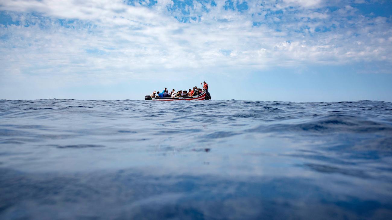 Geflüchtete nach Schiffbruch im Ärmelkanal gerettet