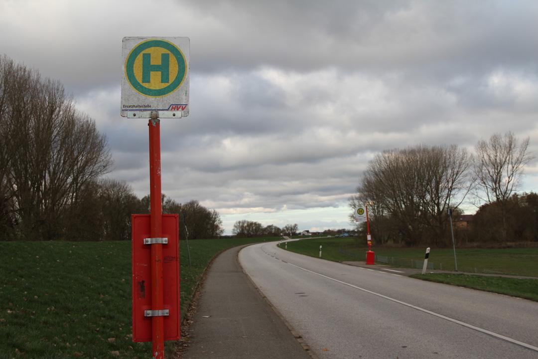 Ersatzschild an der Haltestelle Sülzbrack. Das richtige Schild scheint wieder ausgegangen zu sein… (siehe vorne auch die letzte Meldung)