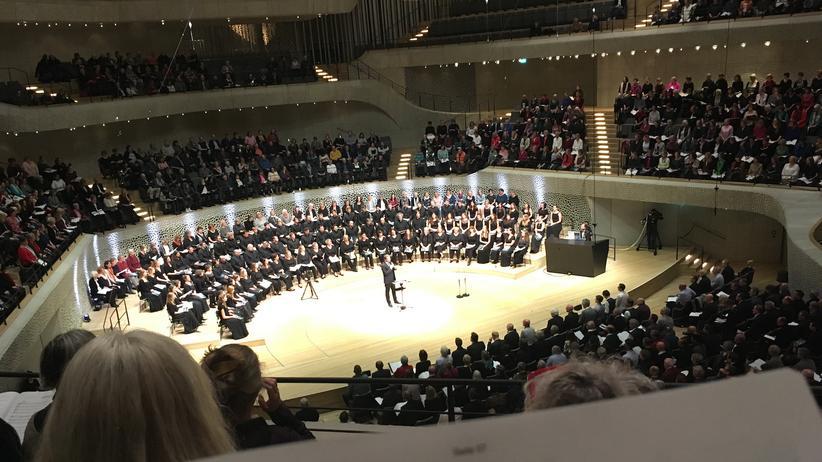 Singing!: Mehr als 1.000 Laien sangen gemeinsam mit 88 Profis in der Elbphilharmonie.