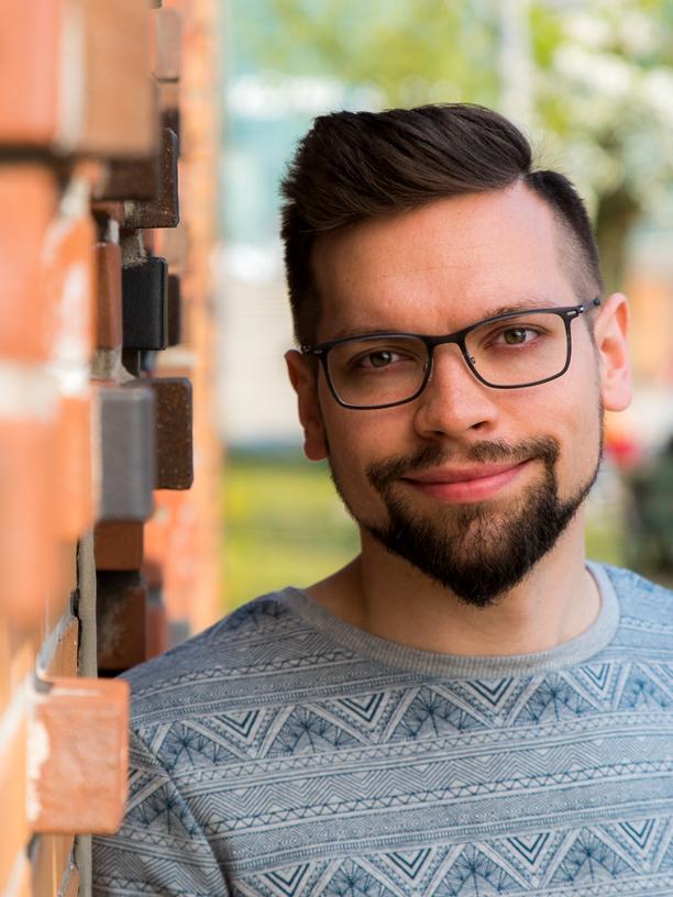 Torben Rieckmann, 29, ist wissenschaftlicher Mitarbeiter an der Fakultät für Erziehungswissenschaft an der Universität Hamburg. Gemeinsam mit Hamburger Schülern mit Trisomie 21 hat Rieckmann im Rahmen eines Forschungsprojekts die barrierefreie Mathe-App mathildr entwickelt.