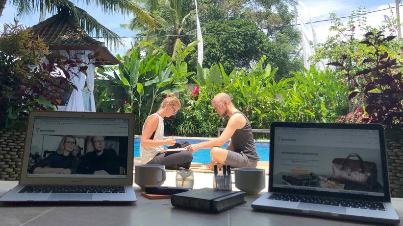 Arbeitskultur: Nils Schnell und Anna Stania haben beide Erziehungswissenschaften studiert und später zusammen MOWOMIND gegründet. Sie bieten Trainings und Coachings zu moderner Arbeit und New Work an.