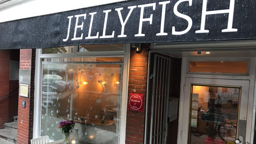 Sternerestaurant Jellyfish: Im Hamburger Restaurant Jellyfish wurde mehrfach eingebrochen, die Fensterscheiben wurden mit Steinen eingeworfen. Die Hintergründe sind noch unklar.