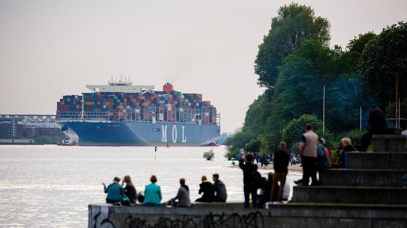 """Fridays For Future: Ab 2035 sollen im Hamburger Hafen nur noch klimaneutrale Schiffe abgefertigt werden, fordern die Hamburger """"Fridays for Future""""-Aktivisten. Das Containerschiff MOL Triumph dürfte dann wohl nicht mehr kommen."""