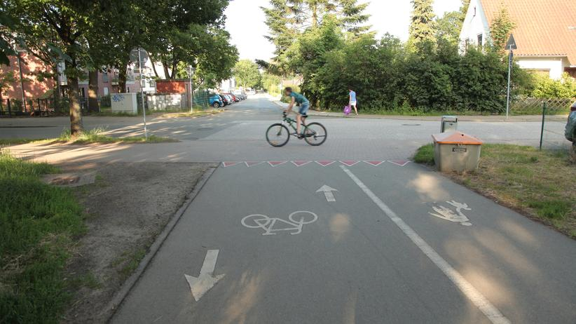 Straßenverkehr: Viel Platz, wenige Autos – das Radfahren in einer Kleinstadt könnte so idyllisch sein. Könnte.
