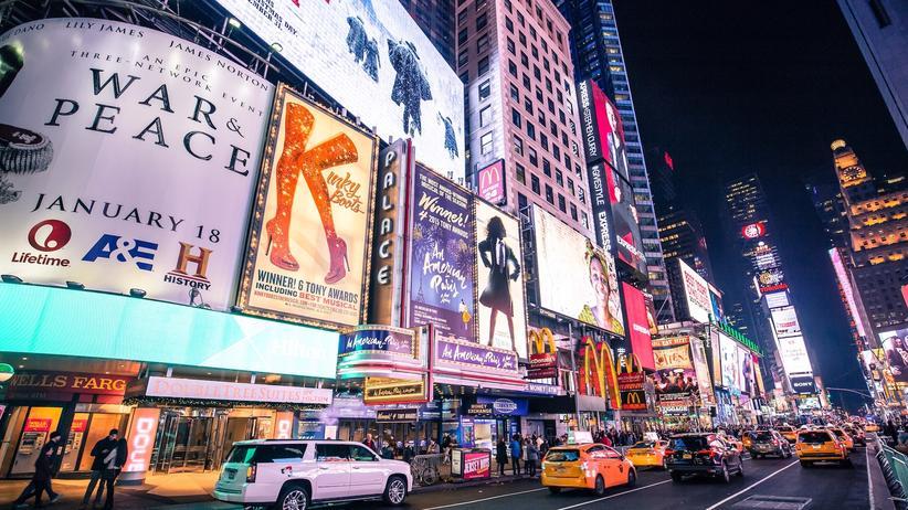 """Kolja Schallenberg: Seit rund 15 Jahren gibt es die Show """"Broadway Backwards"""" schon in New York, nun zeigt sie auch das Hamburger Schmidt-Theater."""
