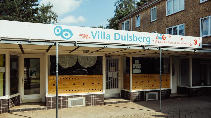 Dulsberg: Die Villa Dulsberg liegt zwischen einer Kita und einem Bestattungsunternehmen.