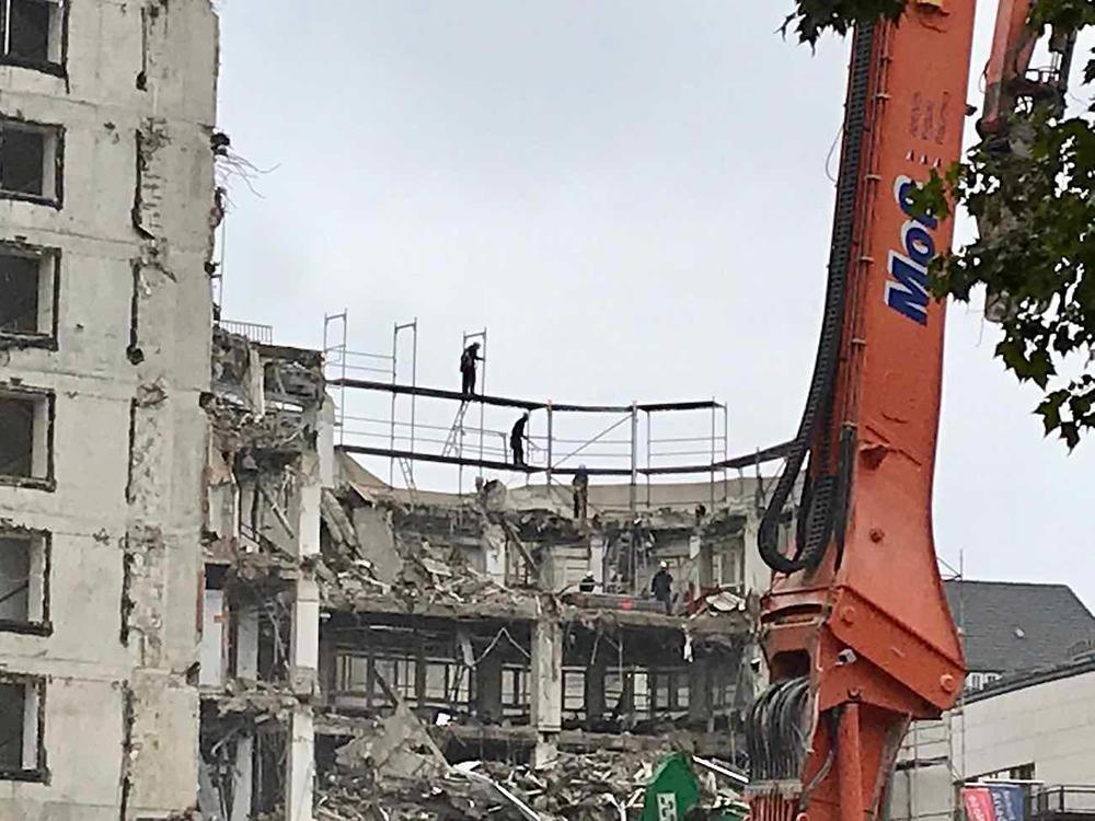 Kleine Einlage beim Abriss des Deutschlandhauses