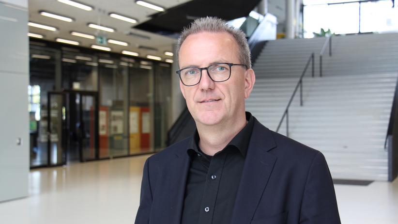 Jörg Knieling: Professor Jörg Knieling forscht und lehrt zum Thema klimagerechte und nachhaltige Stadt- und Regionalentwicklung an der HafenCity Universität Hamburg