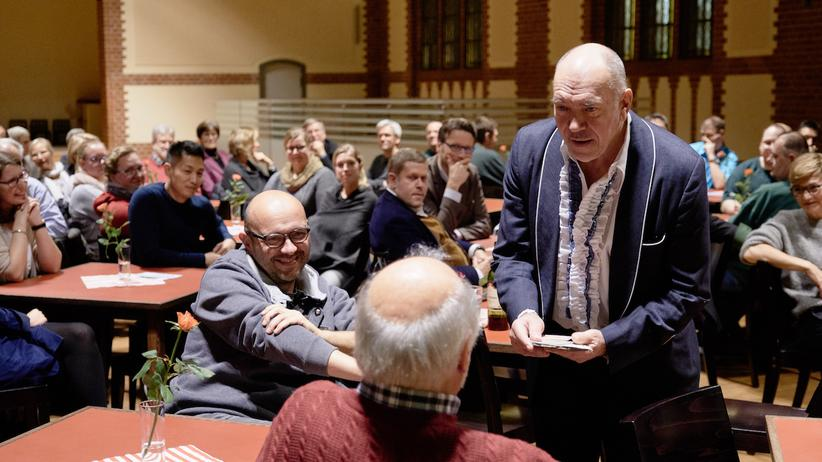 JVA Neumünster: Der Schauspieler Bernd Grawert während seines Auftritts in der JVA Neumünster.
