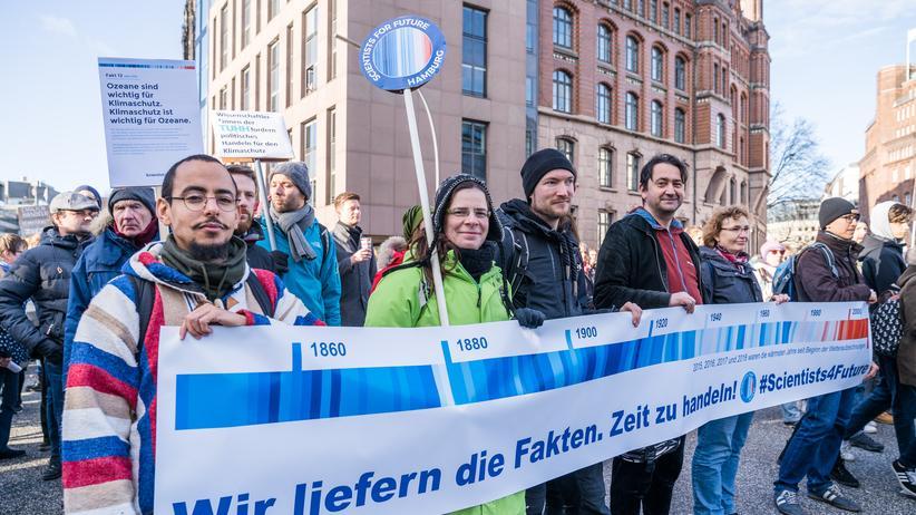 Klimaschutz: Sie gehen auf die Straße und beraten die Schülerinnen und Schüler in wissenschaftlichen Fragen: Die Hamburger Scientists for Future.