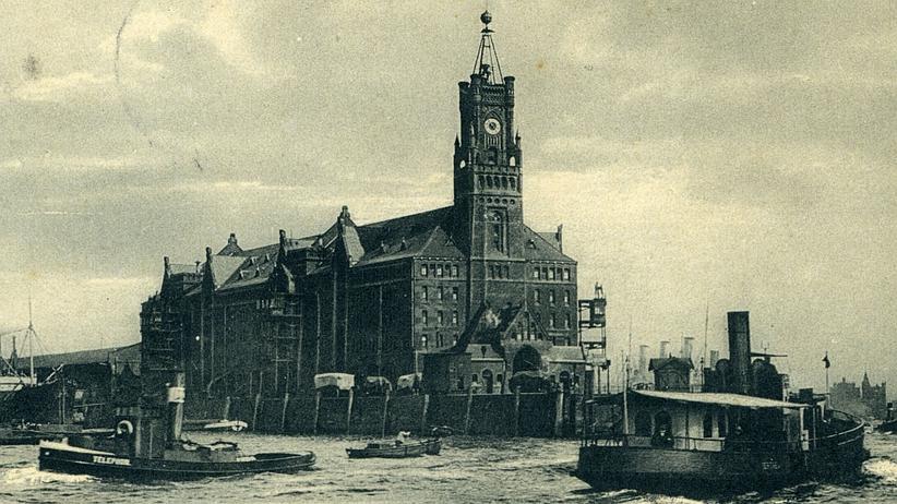 Elbphilharmonie: Der alte Kaispeicher A von 1875, mit dem Zeitball an der Spitze
