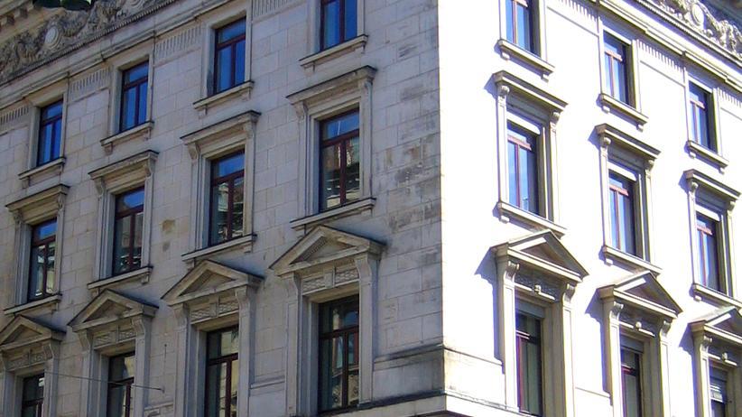 Privatbanken: Fassade des Hauptsitzes des Bankhauses M.M.Warburg & Co  in der Hamburger Ferdinanstraße