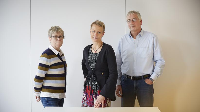Inklusion: Wie steht es um die Inklusion? Die SPD-Politikerin Barbara Duden (links) und Stefanie von Berg von den Grünen (Mitte) haben dazu andere Ansichten als Pit Katzer (rechts), ehemaliger Leiter einer Stadtteilschule.