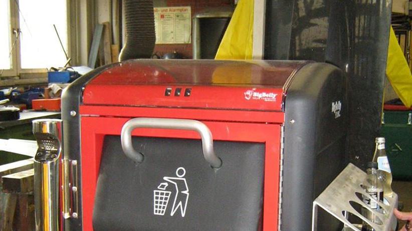 Armut: So sehen die Pfandregale für die neuen Mülleimer aus.