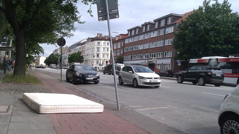 Radwege: Eines der Hindernisse auf Hamburgs Radwegen