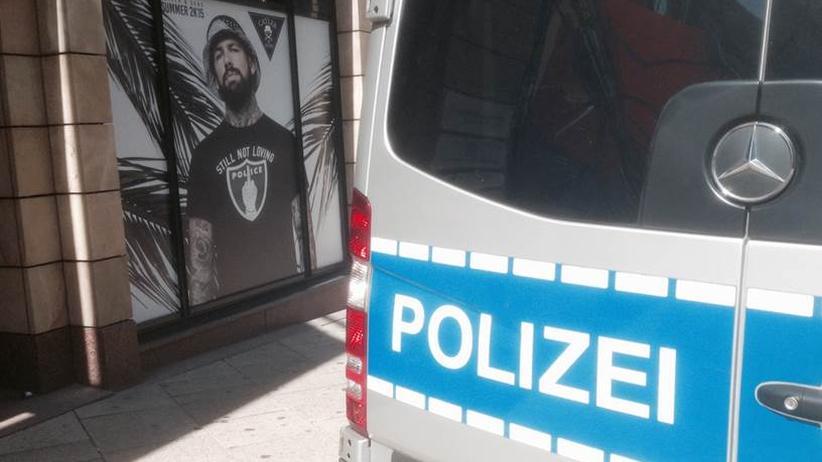 Werbung wirkt. Oder warum steht jetzt genau da ein Polizeiwagen?