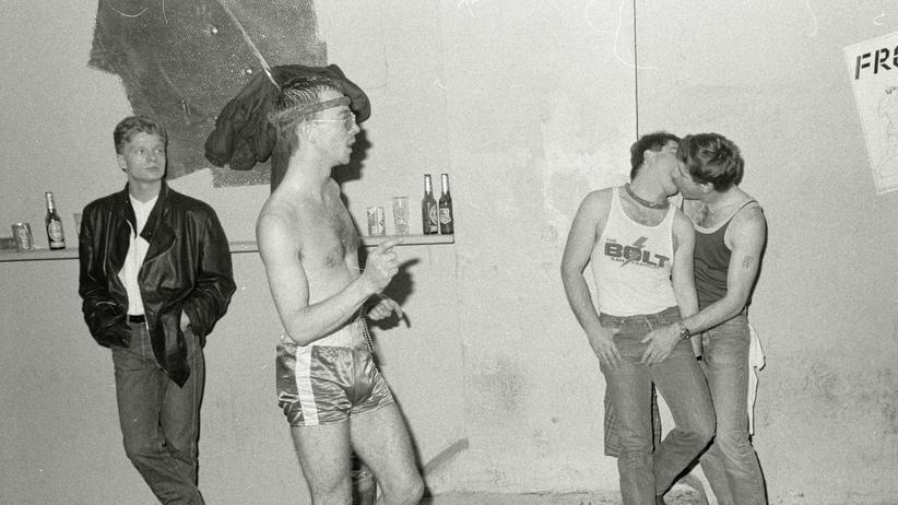 Front-Club in Hamburg: Rhythmen, die in-, neben-, über-, und durcheinander spielten: Im Front am Heidenkampsweg nahm das Technozeitalter Fahrt auf.