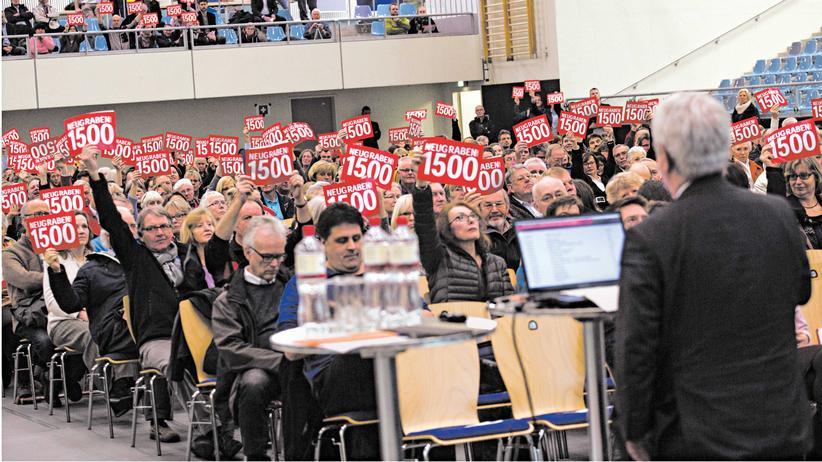 Neugraben-Fischbek in Hamburg am Montag: Die Anwohner wollen maximal 1.500 Flüchtlinge in der Unterkunft vor Ort – die Stadt plant bis zu 4.000.