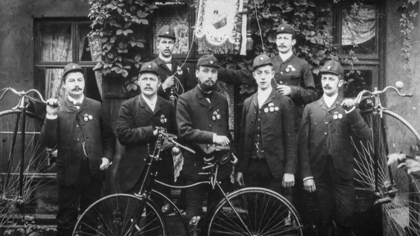 Fahrradfahren: Verkehrsavantgarde: Der Vorstand des Altonaer Bicycle-Club um 1890