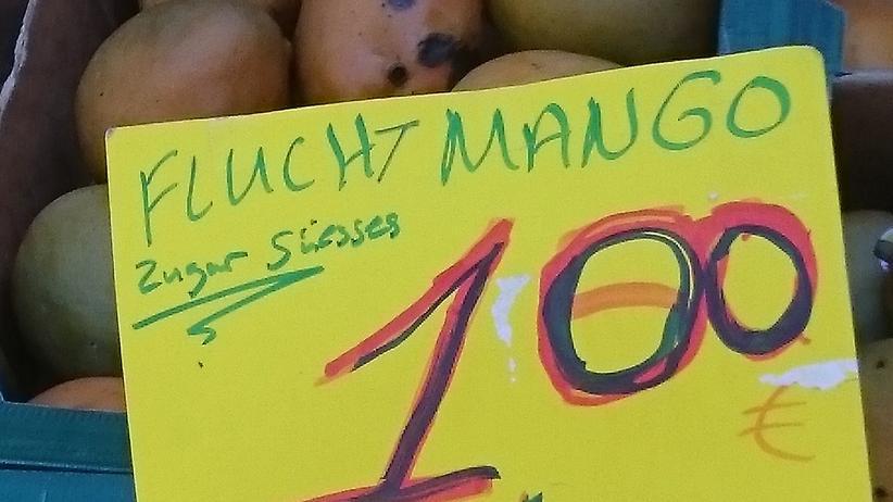 Die Fluch-Mango vom gestrigen Foto vom Obststand an der S-Bahn Sternschanze hat sich verändert – was ein Buchstabe ausmachen kann ...