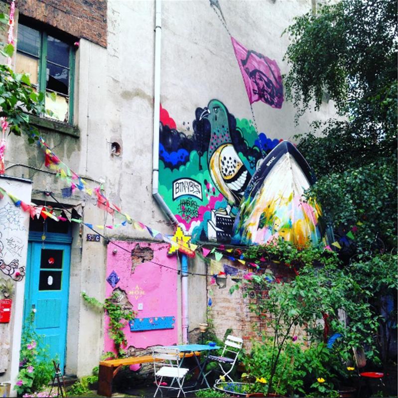 »Mitten in der sonst so gepflegten City gibt es wunderbar farbenfrohe Hinterhöfe«