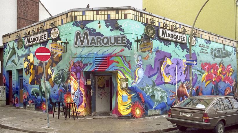 Club Marquee: Im Jahr 1994 verzierten die Graffiti-Künstler Panic, Hesh und Daim das Marquee von außen.