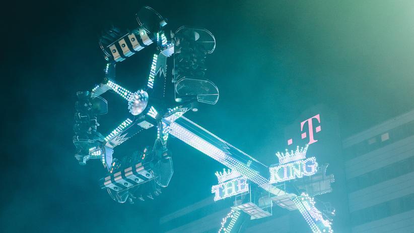 Hamburger Dom: Der King lässt die Welt auf dem Kopf stehen.