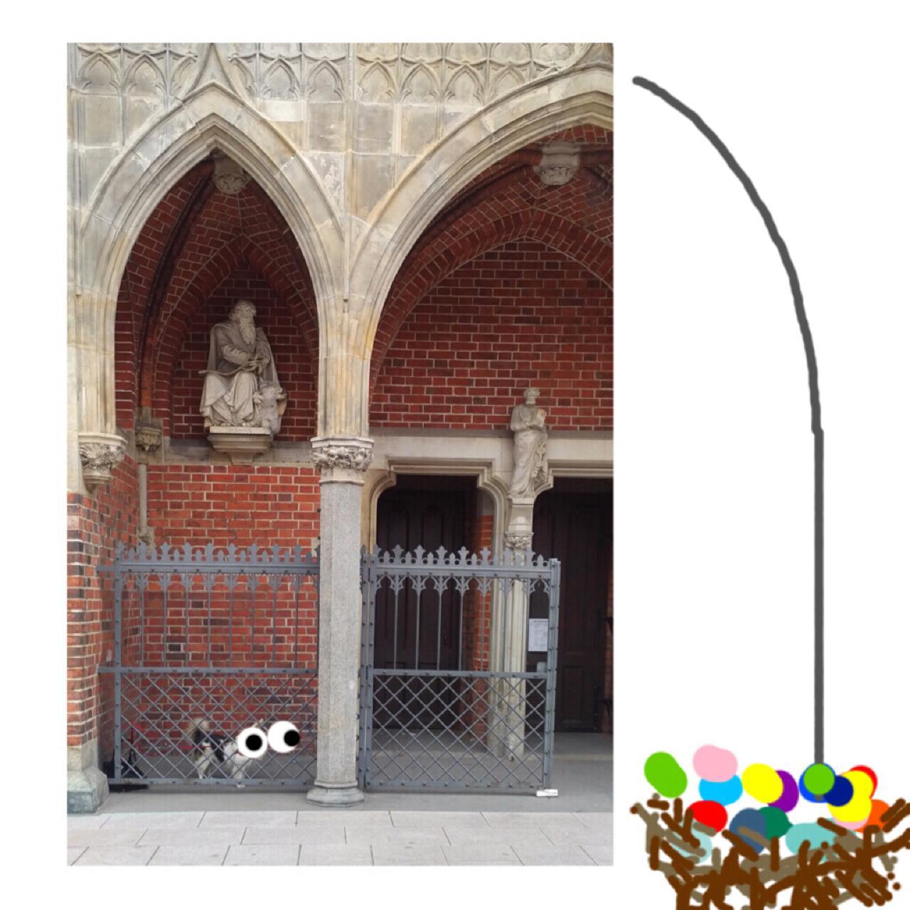 Wie gut kennen Sie Hamburg? Gut? Dann möchten wir Sie an den Feiertagen auf Ostereifotosuche schicken. Dabei geht es weniger um Eier (oder Hunde), sondern nur um die Frage: Wo wurde das Foto oben aufgenommen? Schicken Sie uns Ihre Antwort – Ort und Adresse – bis Ostermontag, 18 Uhr, an elbvertiefung@zeit.de. Unter allen richtigen Einsendern verlosen wir das beliebte Seminar der ZEIT-Akademie zum Thema »Fotografie – Die Kunst der guten Bilder«, das  auch viele Tipps zum eigenen Umgang mit der Kamera gibt.