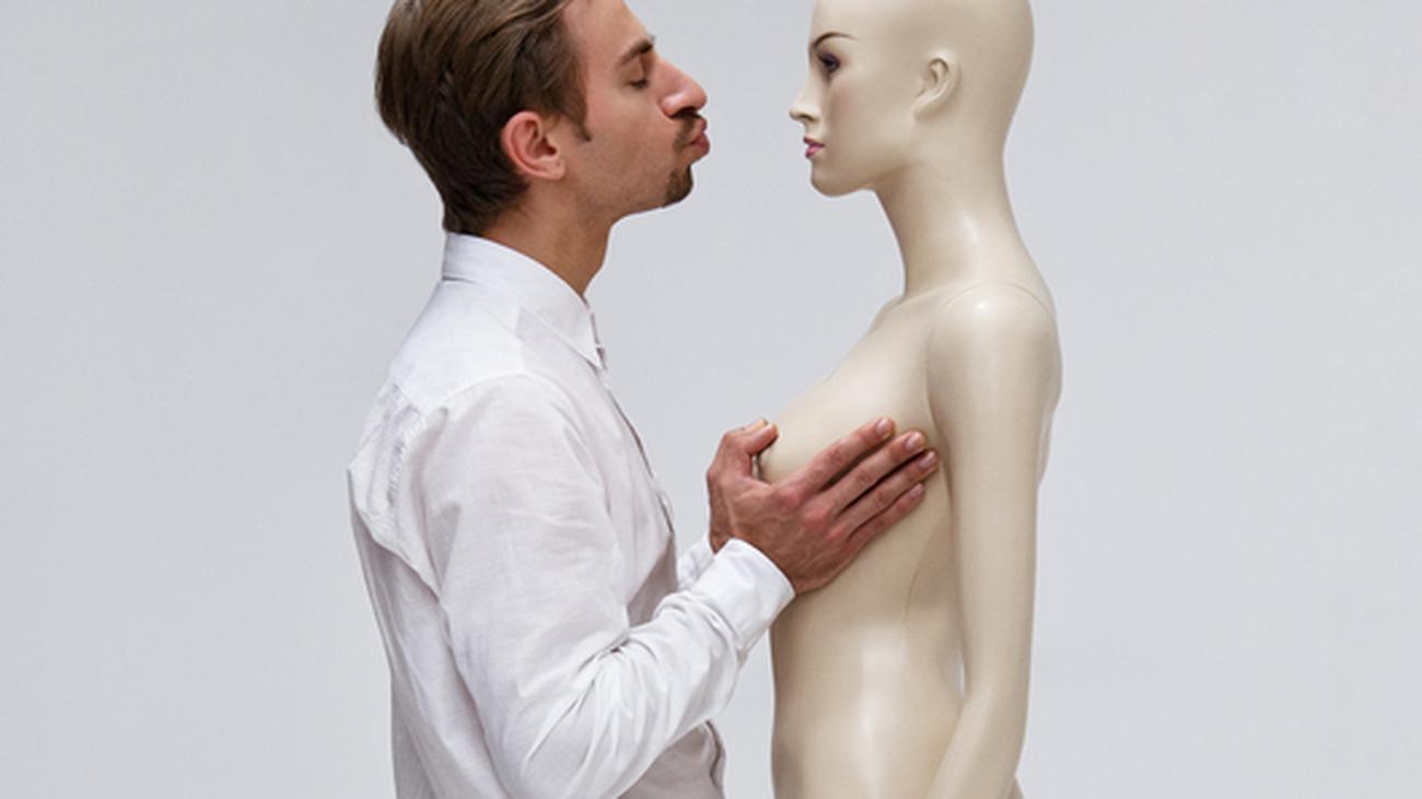 Die kleinen Tätowierungen auf die Brust männer-
