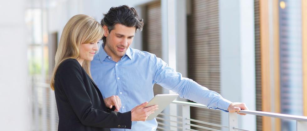 Man sollte einen Arbeitsvertrag idealerweise immer gründlich checken.