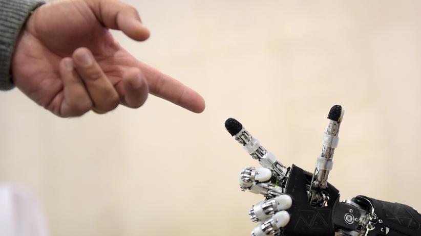 Zukunft der Arbeit: Hilfe mein Chef ist ein Roboter