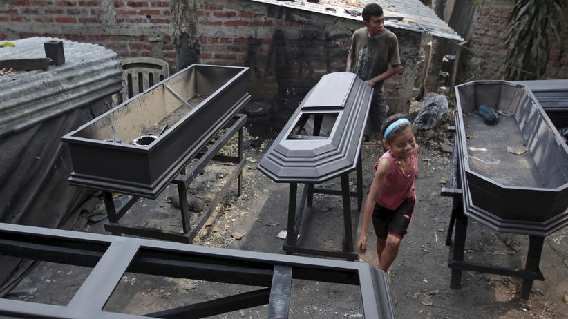 El Salvador: Die Stadt der Sargschreiner