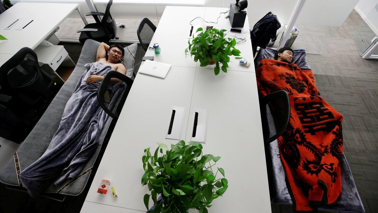 china effizienter schlafen im b ro zeit online. Black Bedroom Furniture Sets. Home Design Ideas