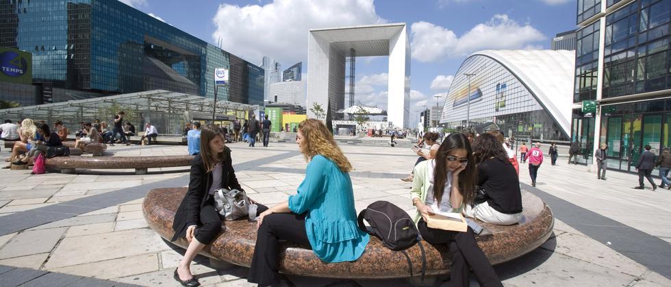 Die Arbeitswelt der Zukunft bietet laut der Soziologin Christiane Funken vor allem Frauen gute Chancen.